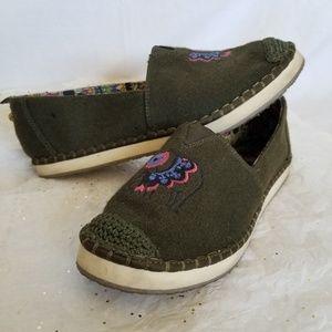 Sakroots slip on shoes elephant embroidery boho